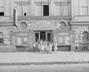 Children lined up at enterance to Casino Cinema — Бен Шан