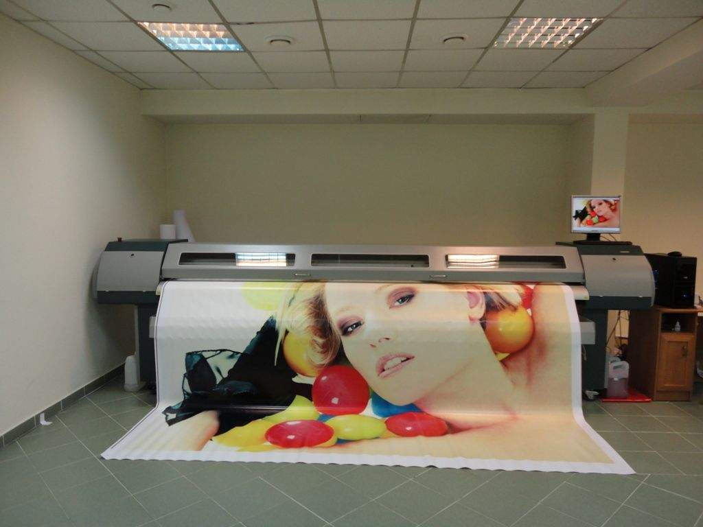 Печать самоклейки.min