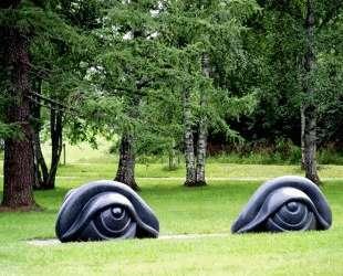 Скамейки в форме глаз II — Луиза Буржуа
