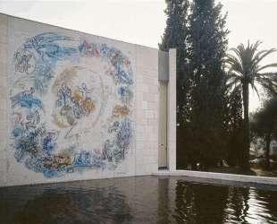 Мозаика 'Пророк Илия' в саду музея Марка Шагала в Ницце — Марк Шагал