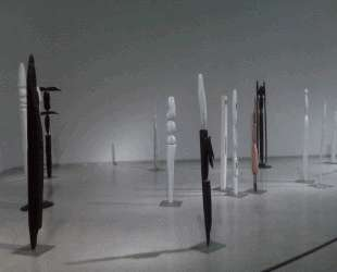 Вид выставки-инсталляции в галерее Peridot, 1950 — Луиза Буржуа